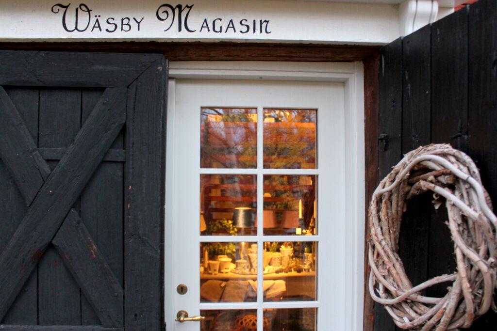 Wäsby Magasin hjälpte till genom att låna ut en massa fin rekvisita inför fotograferingen.