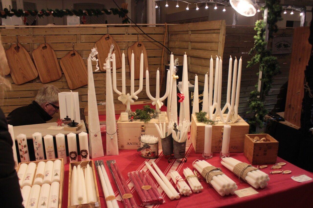 jag tycker det hör till att ha handstöpta ljus till julen, så ett vackert fem-armat ljus fick följa med mig hem.