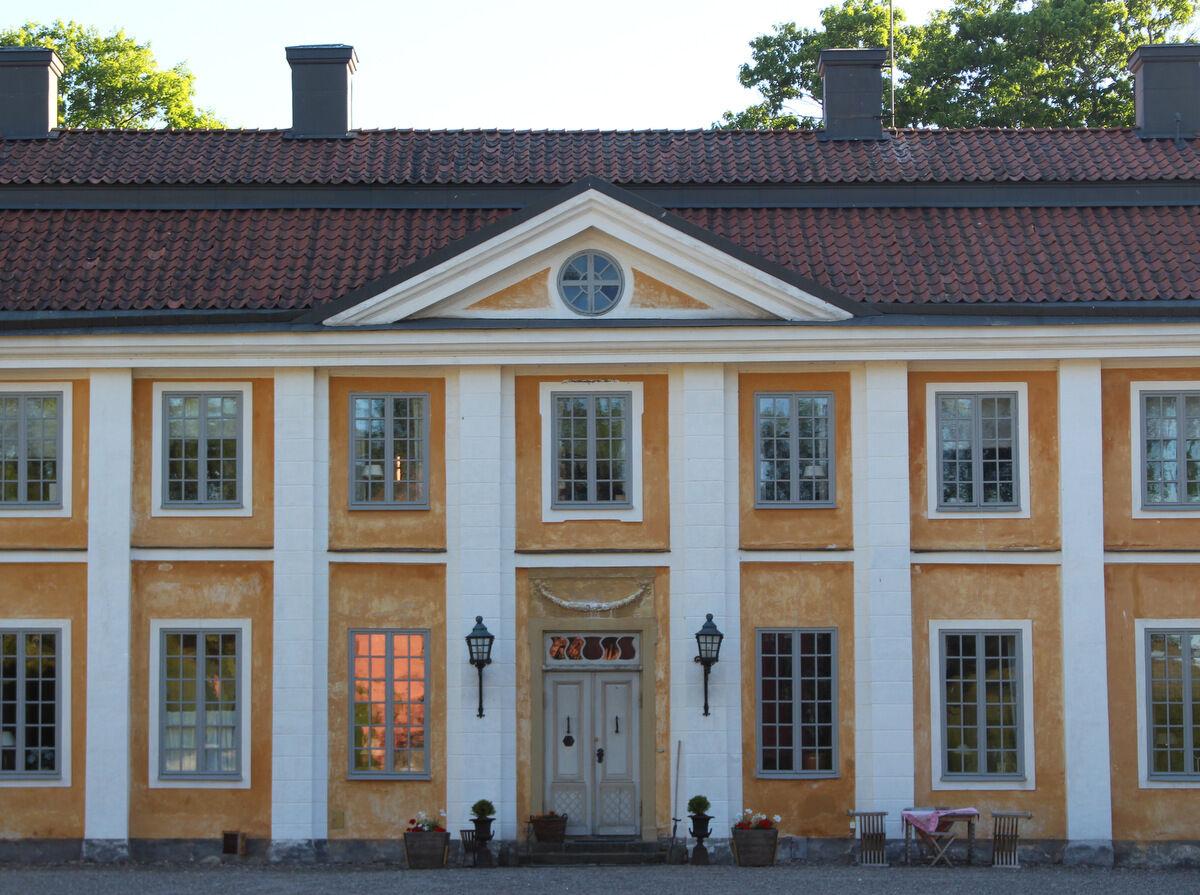 Färdiga för dagen och dags att lämna vackra Grensholm och bege sig hem.