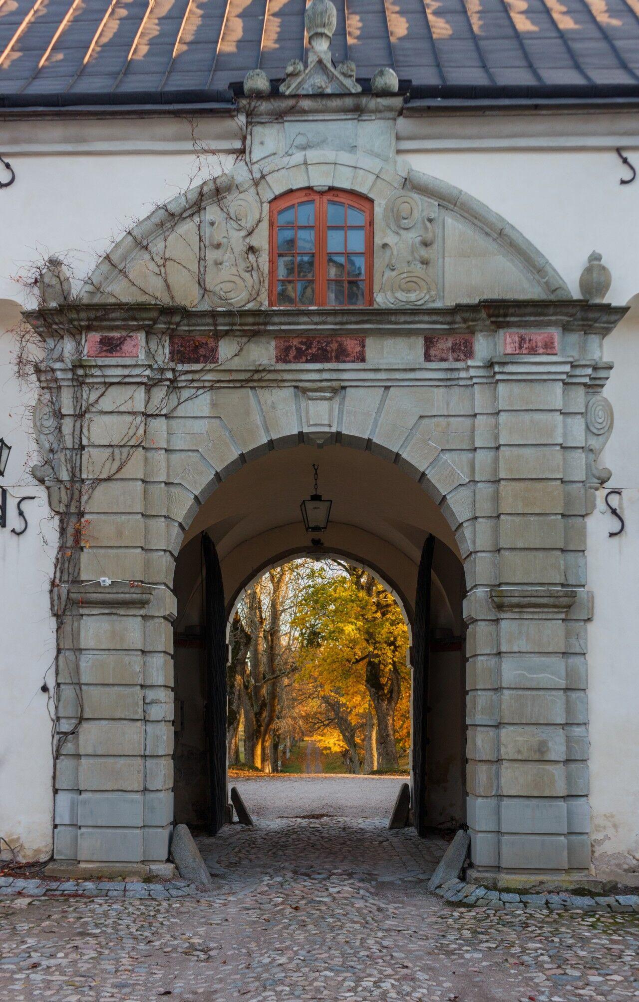 Slottet är byggd som en kvadratisk borg och uppfördes troligen i slutet av 1400-talet