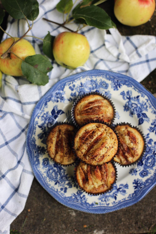 Muffins med äpple, mandelmassa, kanel och kardemumma. Picknickmat när den är som bäst. | Ta till vara.