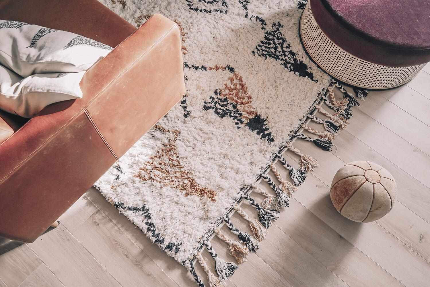 vanja wikström vardagsrum layered matta inredningsinspo 2