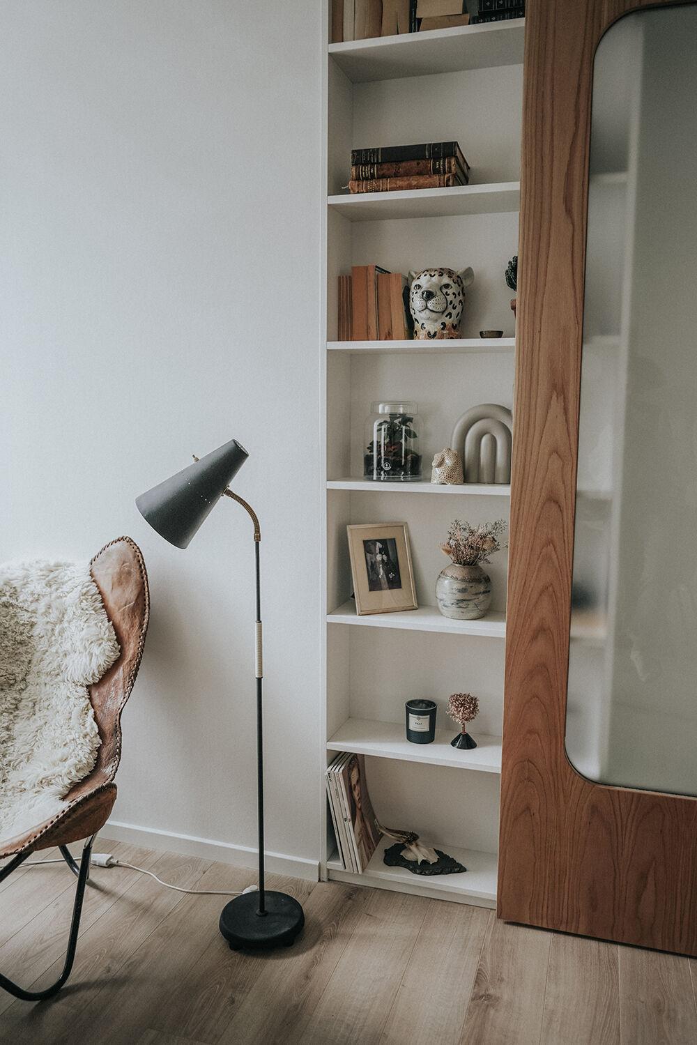 vanja wikström inbyggd bokhylla skjutdörr