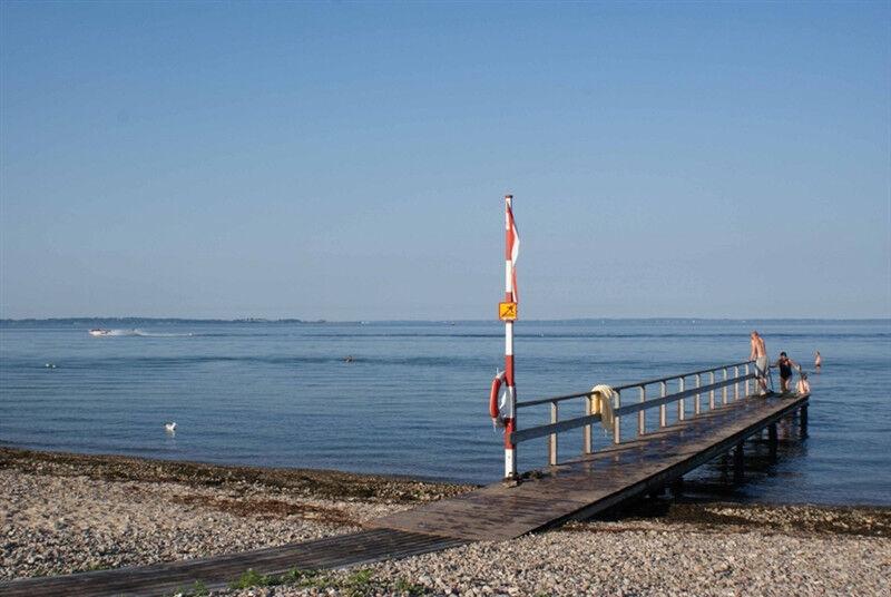 Stranden ligger bara en halv minuts promenad från huset.
