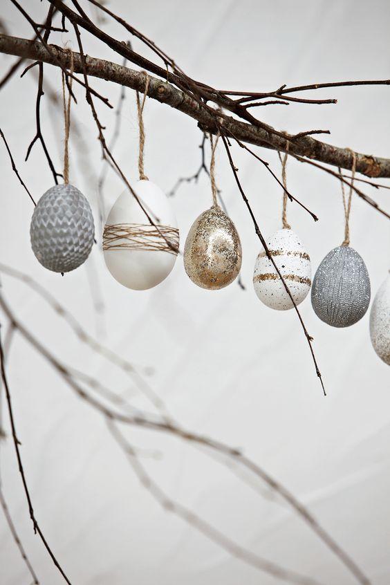 påskris ägg på rad