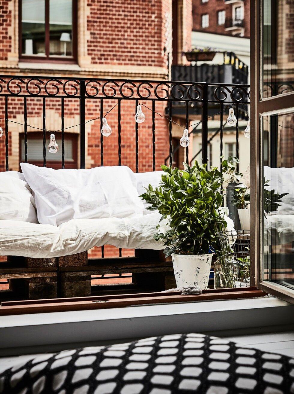 Lastpalls soffa på balkong