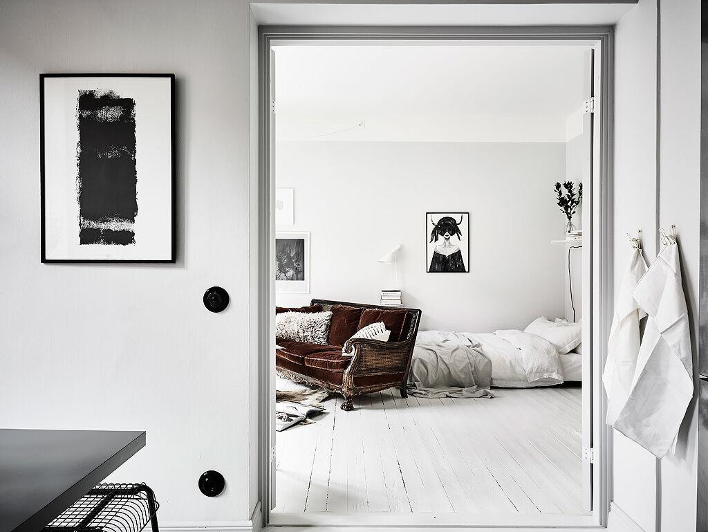 vita golv och ljusa väggar - Entrance Fastighetsmäkleri