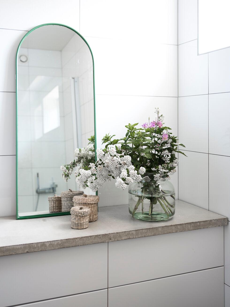 badrum med blommor
