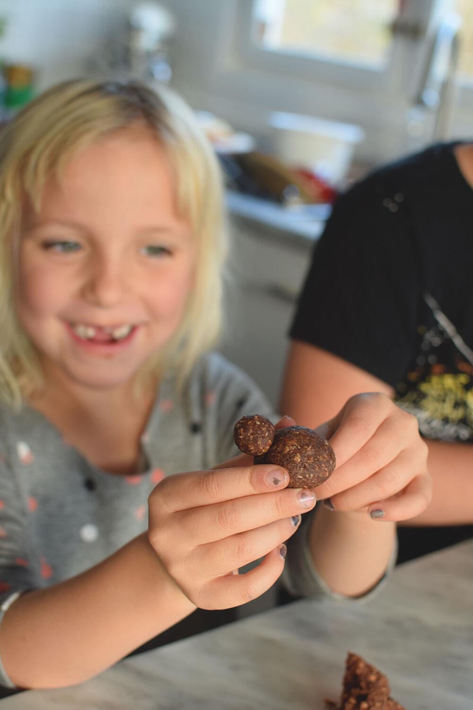 baka-med-barn_chokladbollar