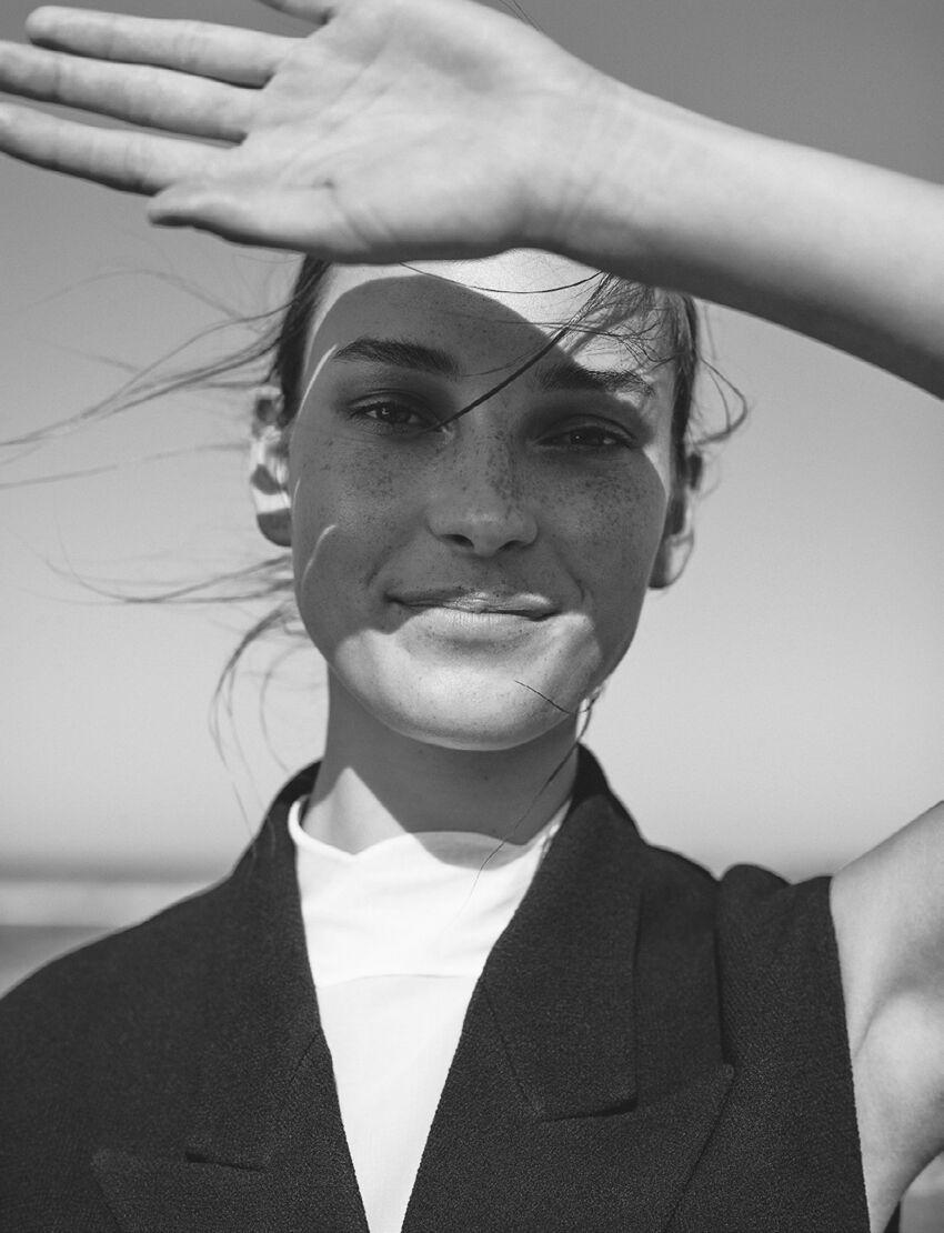 Vogue-Netherlands-June-2016-Julia-Bergshoeff-by-Annemarieke-Van-Drimmelen-6