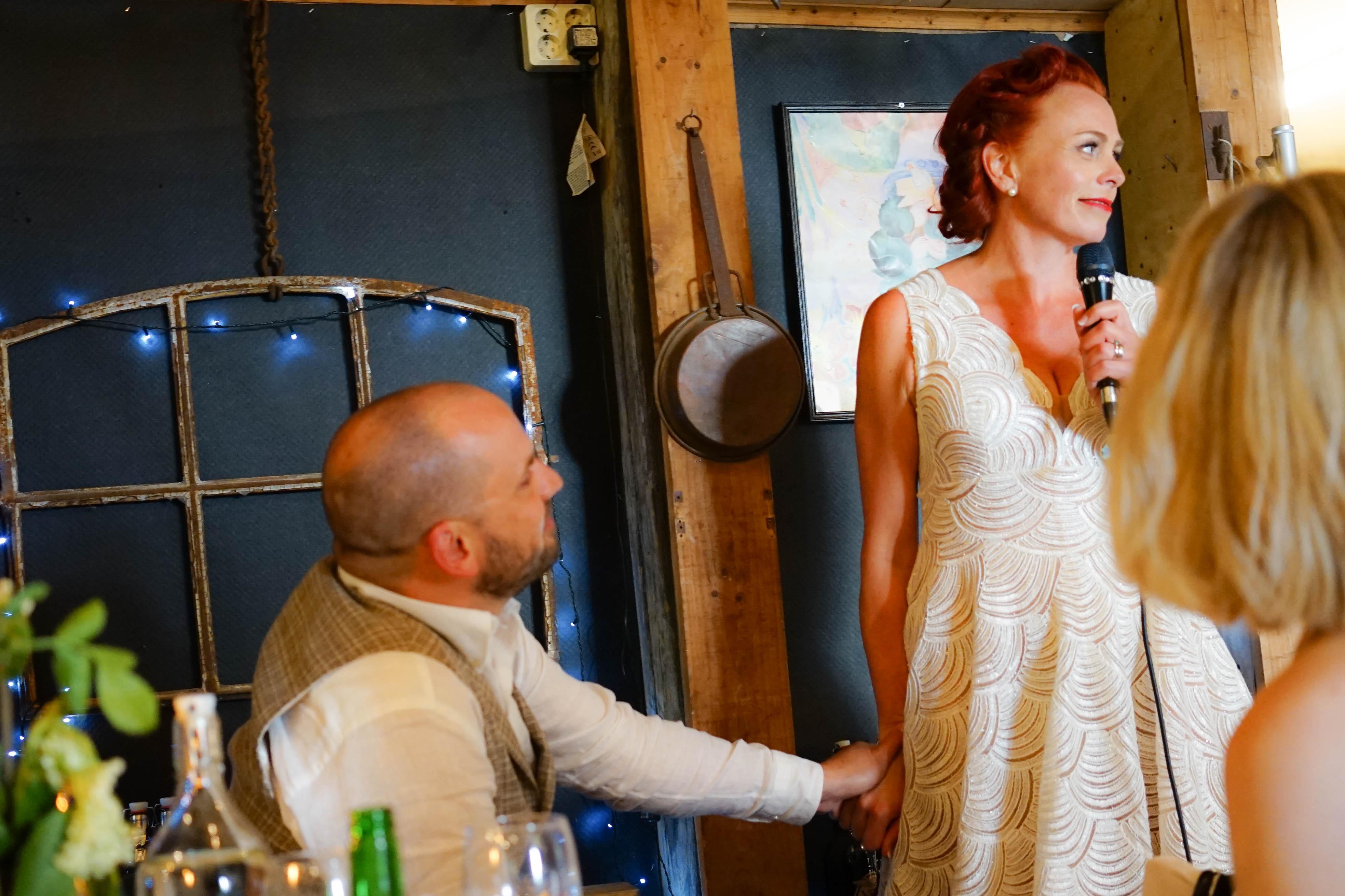 Tal och brudparet vid middagen-19