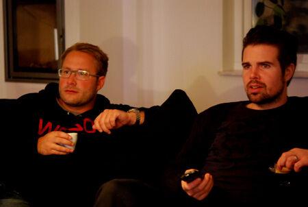 Killarna var inget vidare middagssällskap, förtrollade av OS på tv..
