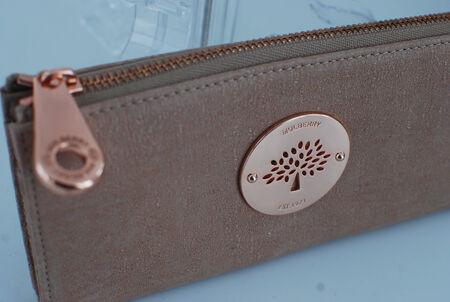 Och i paketet från i måndags låg en sprillans ny plånbok ♥ Daria slim zip wallet