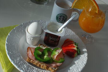 Solen kikade fram lagom till frukosten! Och nya tallrikarna från Mateus lös upp ytterligare ♥