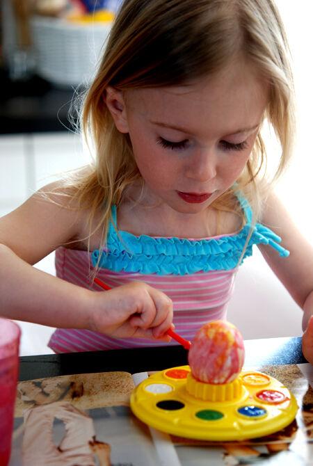 Ja Olivia är nog en av dem. Målar gärna äggen åt oss, men vägrar smaka själv ;-)