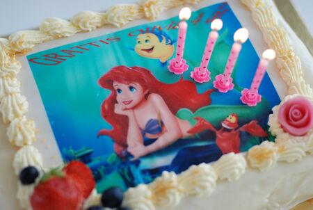 Till dagens barnkalas hade Olivia önskat sig en Ariel-tårta. Denna kommer från Sveas men var tyvärr gulligare än god..