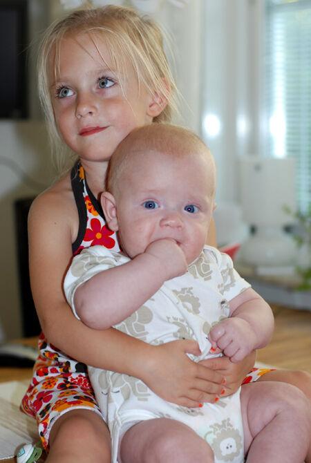 Tror snart lillebror växer om storasyster. Vad hände med vår lilla minibebis? Wroooom sa det bara. Växer så det knakar. ♥