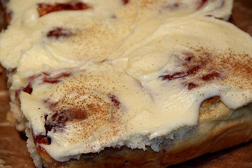 bun_cake_cream_cheese_frosting_cinnamon