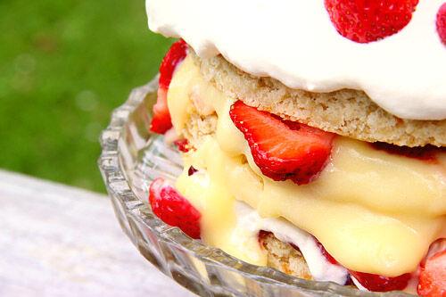 jordgubbstårta_sommartårta