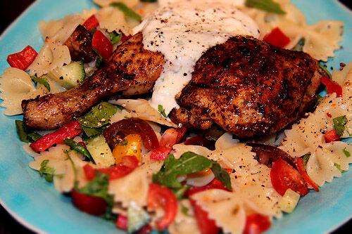 kycklingklubbor_recept_pasta_sallad_dressing_fetaoströra