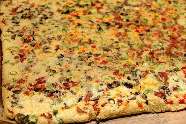äggrulle_pannkasrulle_lchf_äg_bacon_chili_cheese_fyllning_rulle_matlådor_lunch_nyttigt