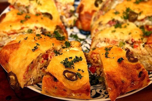 äggrulle_pannkasrulle_lchf_äg_bacon_chili_cheese_fyllning_rulle_matlådor_lunch_nyttigt_ostrulle_recept_middagstips