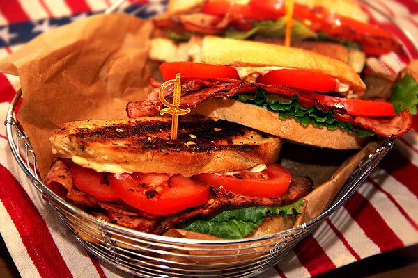 blt_sandwich_bacon_kycklingbacon_smörgås_kronfågel_nyhet_kyckling_recept_tips