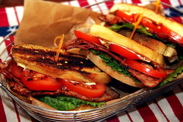 blt_sandwich_bacon_kycklingbacon_smörgås_kronfågel_nyhet_kyckling_recept_tips_bacon