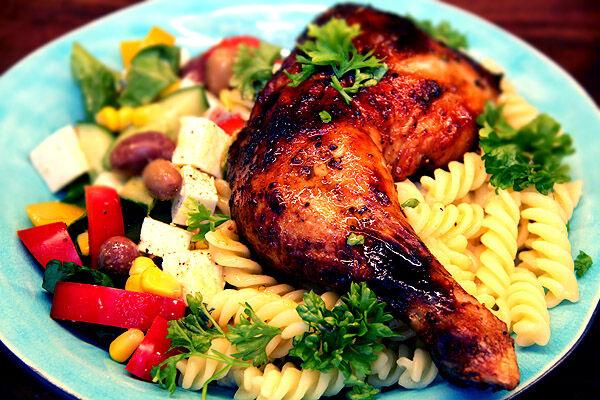 fetaostsallad_sallad_tillbehör_recept_fetaost_kycklingklubbor_recept_tips_lunch_enkelt_lättlagat_snabbt_billigt_kyckling