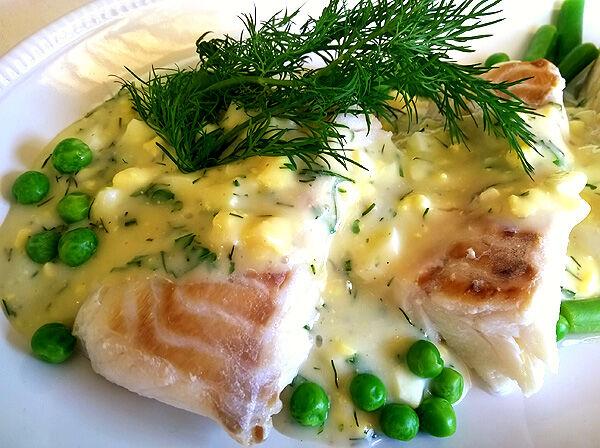 kokt torskrygg med äggsås