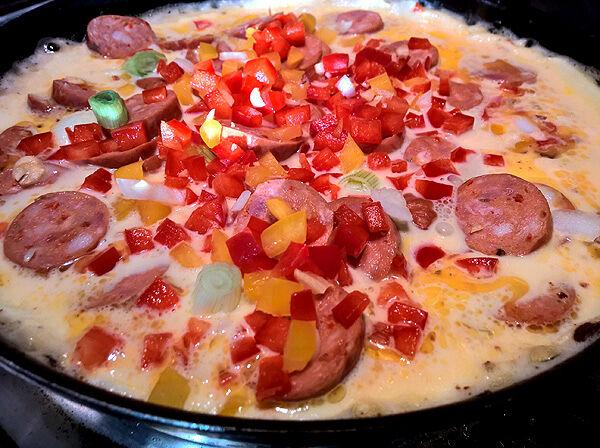 lchf_recept_lunch_omelett_korv_ägg_tips_middagstips_enkelt_lätt