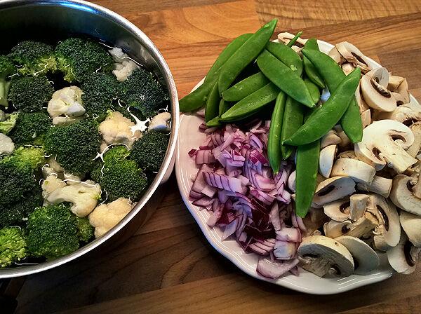 pasta_pastasås_krämig_orechiette_broccoli_blomkål_champinjoner_sugarsnaps_recept_vegetariskt_tips_middag_lunch_pastarätt_grönsaker