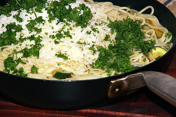 pastapanna_allt_i_ett_middagstips_parmesan_spagetti_vegetarisk_måndagsmat