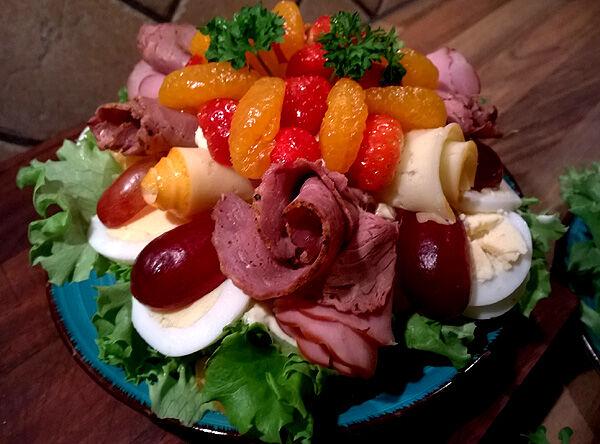 små_smörgåstårtor_smörgåstårta_liten_rund_dag_recept_fyllning_garnering_dekoration_tips