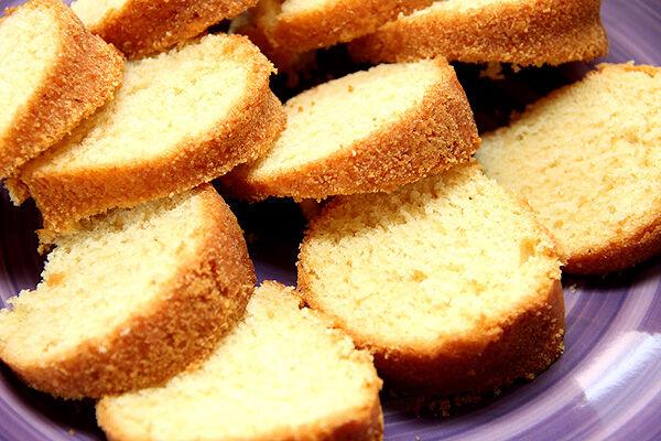 trifle_smulor_sockerkaka_överbliven_torr_enkel_snabb_dessert_efterrätt_bär_hallon_blåbär_grädde_kaksmulor_tips_kaka