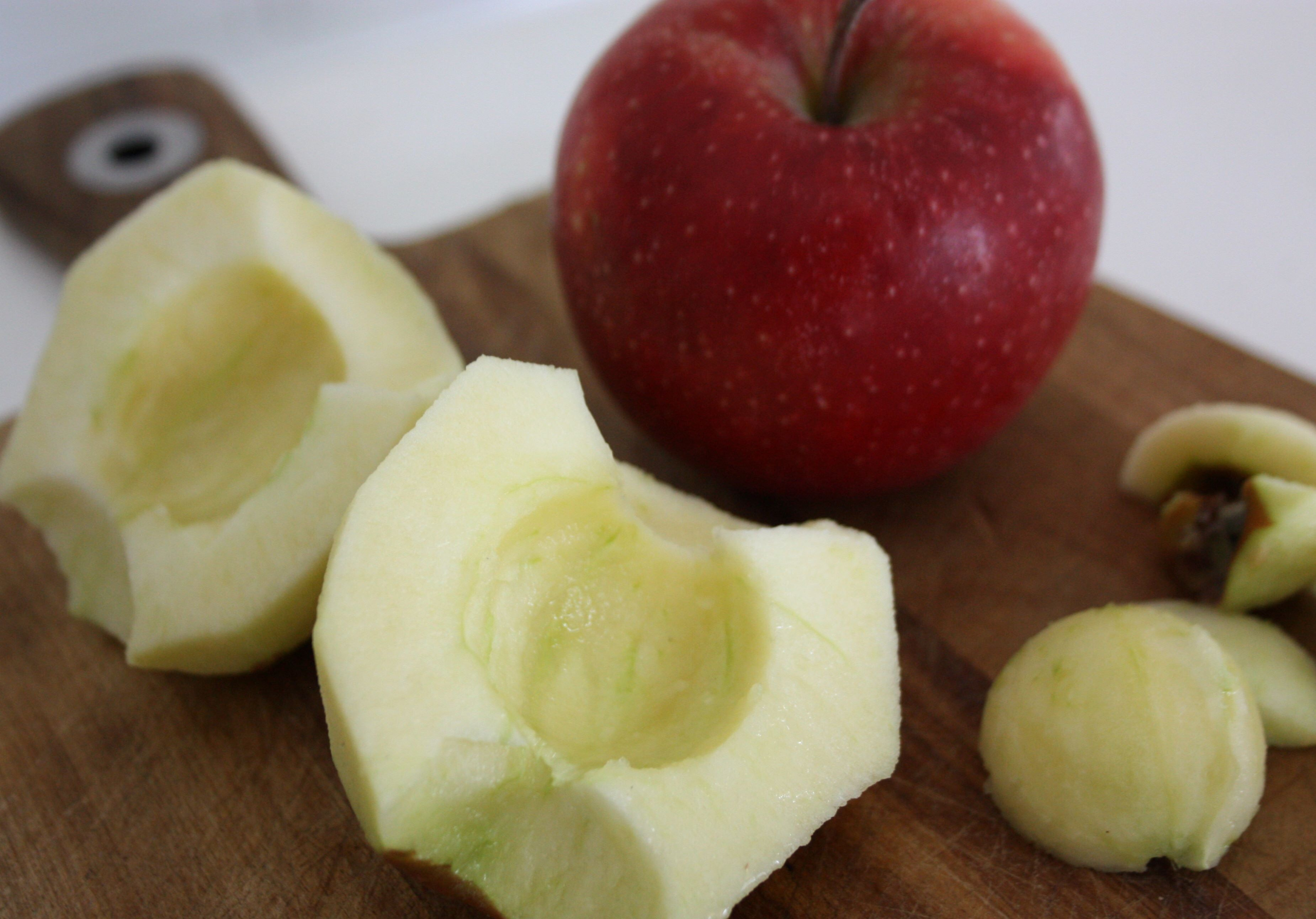 äppelkaka rumsvarmt smör kardemumma