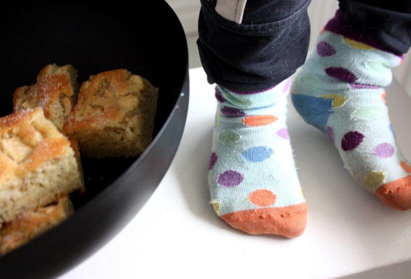 baka med barn äppelkaka