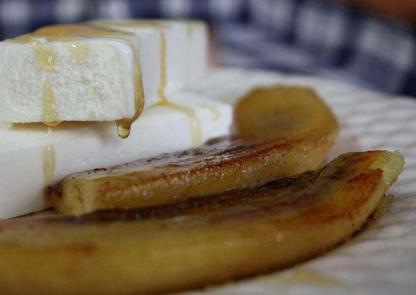 stekta bananer sirap