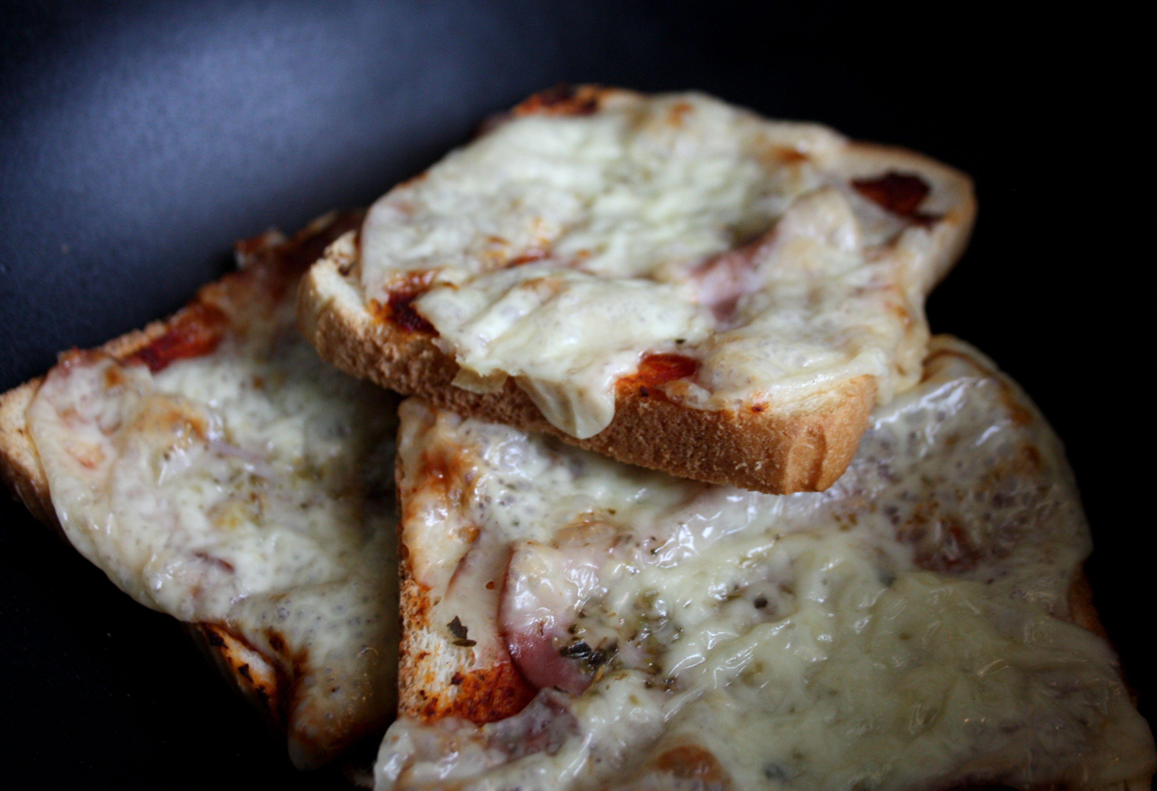 pizzasås skinka oregano macka