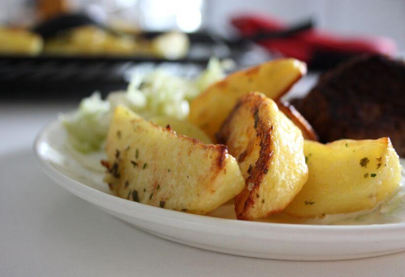 potatisklyftor vitlök ugn