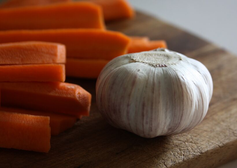 vitlök stekta morötter