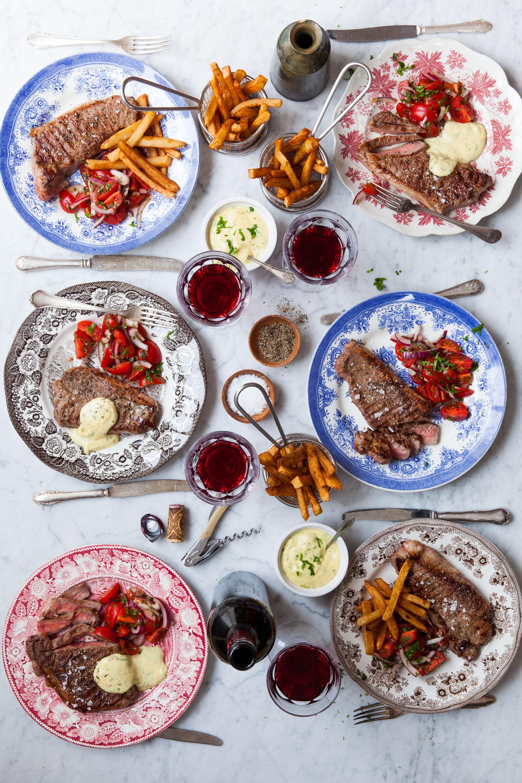 Steak frites med tomat- & rödlökssallad