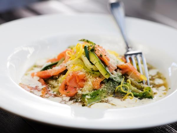 squashpasta-med-rokt-lax-och-parmesan FOTO: Fredrik Sandin Carlson