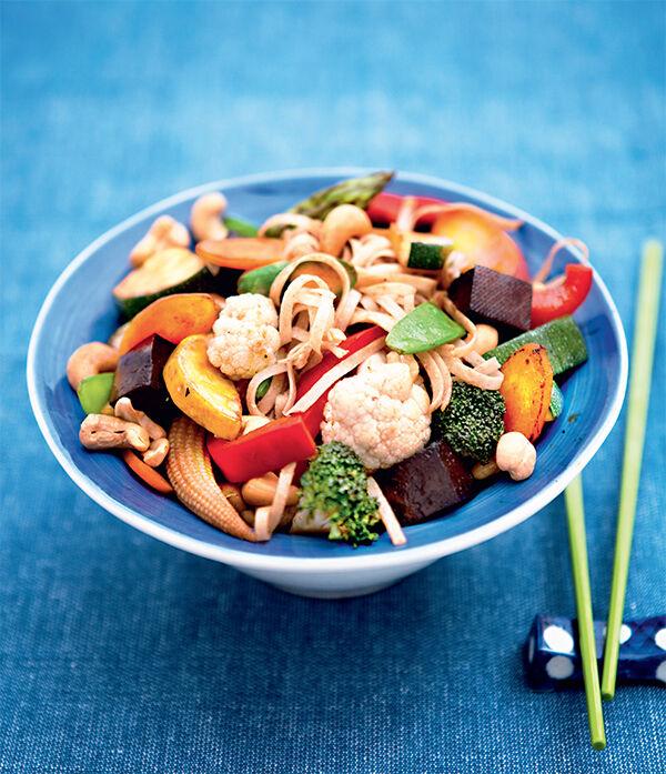 Nudlar med grönsaker och tofu