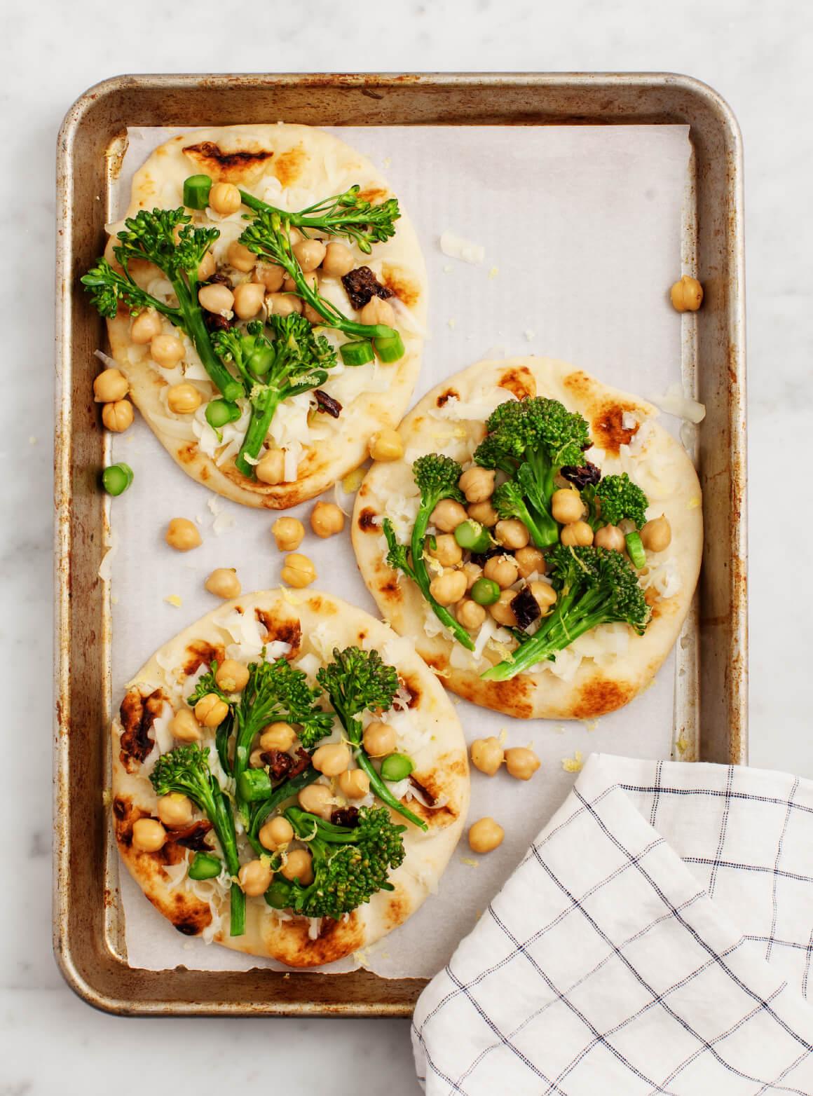 Jenny's Broccolini Chickpea Pizza från bloggen Love and Lemons