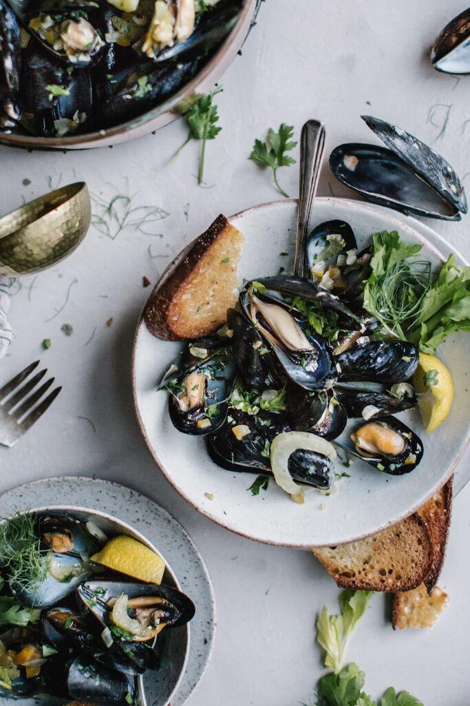 Saison steamed mussels + fennel, saffron and preserved lemon från bloggen Local Milk