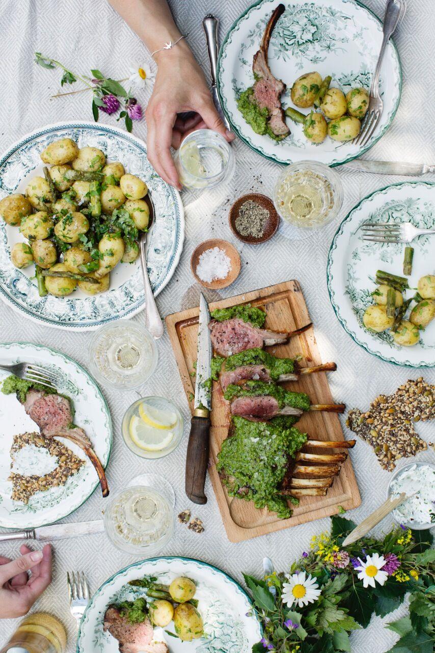 Grillad lammracks med svensk pesto, färsk potatis, sparris och brynt smör