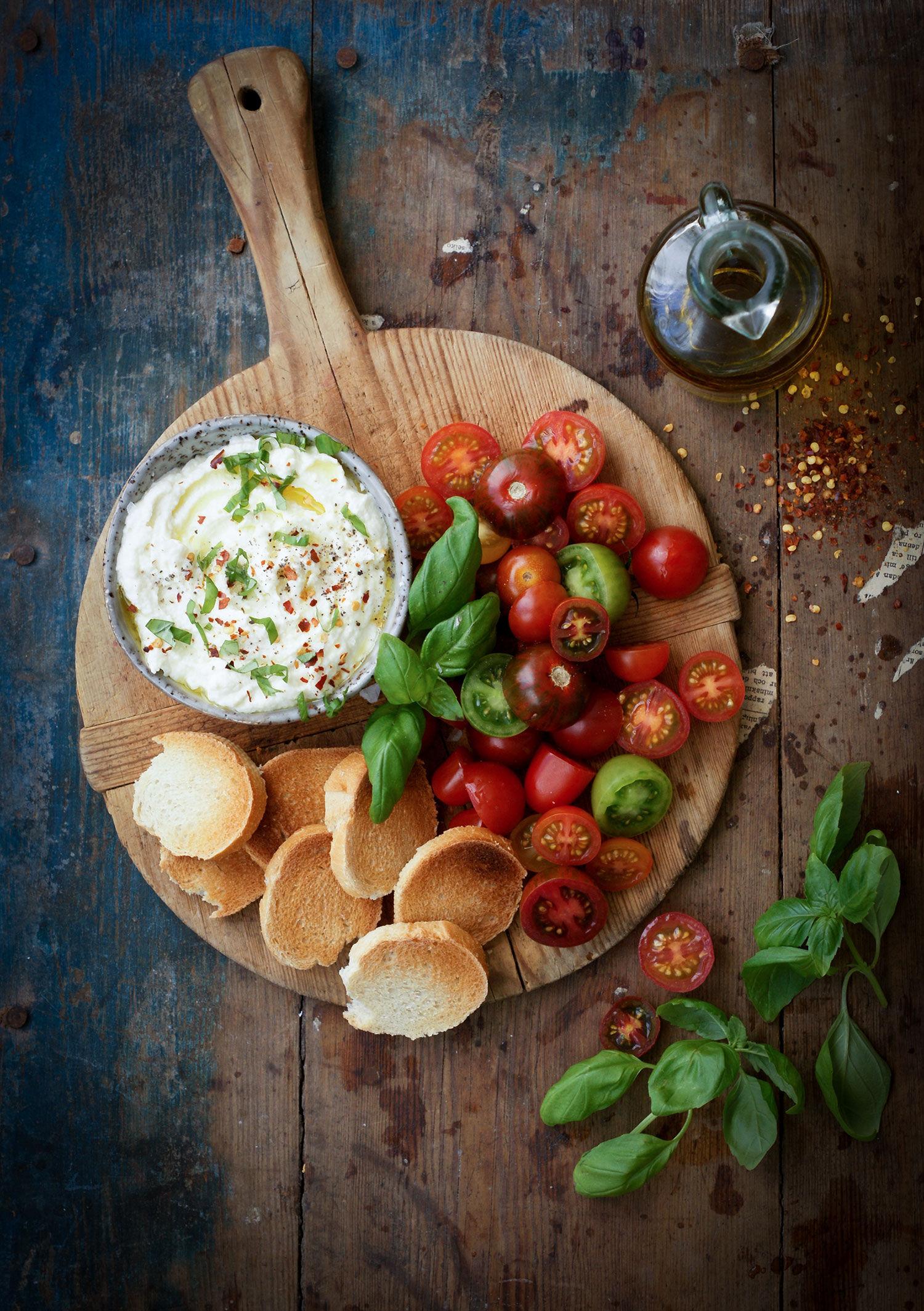 Vispad mozarella med tomater och crostini