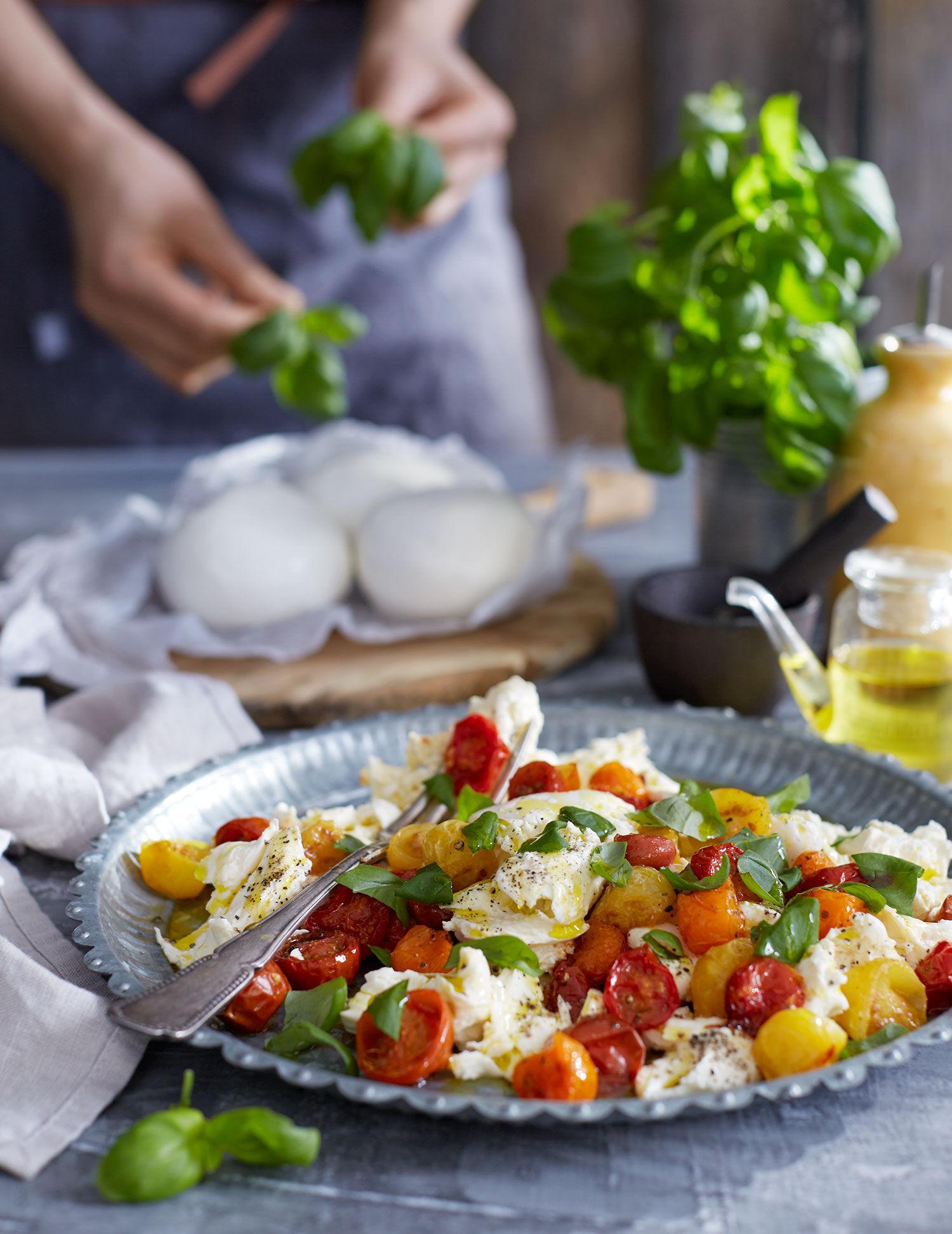 Mozarella med ugnsbakade tomater och basilika