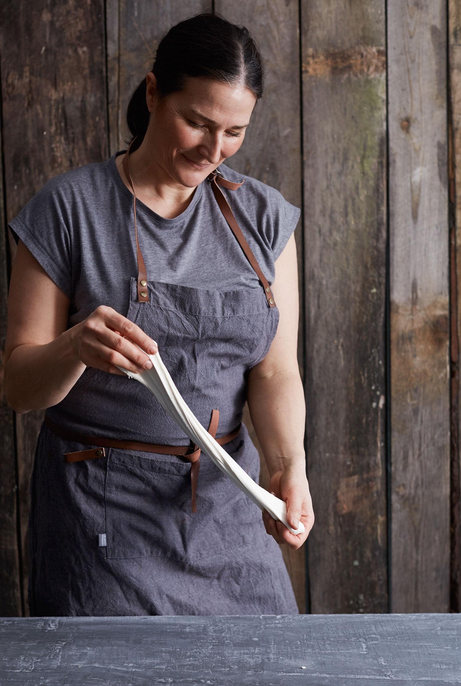 Monica Eisenman visar hur man gör mozzarella